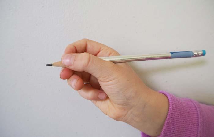 روش درست گرفتن مداد