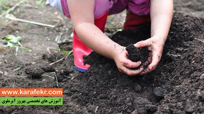 بازی کودکان با خاک